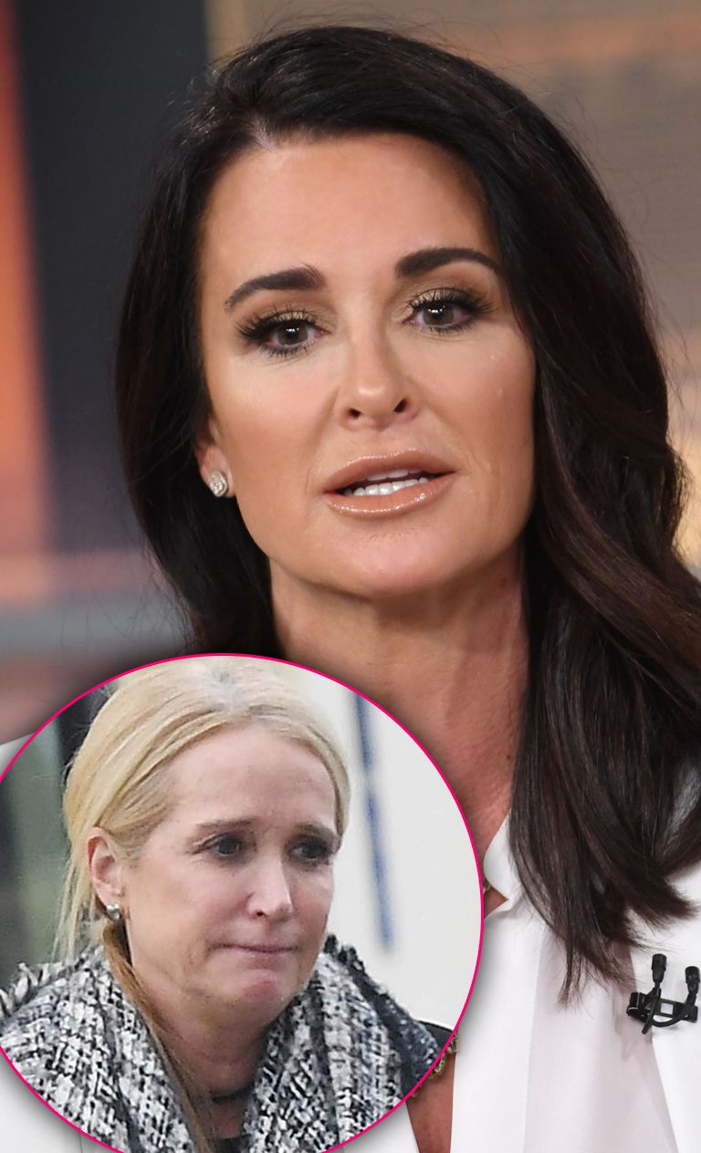 Close de Kyle Richards parecendo preocupado, dividido com Kim Richards parecendo triste